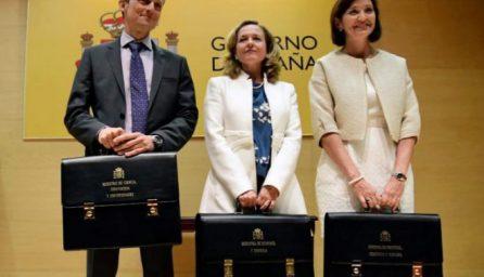 """Sánchez diluye el poder económico en 7 ministerios """"sin número uno"""""""