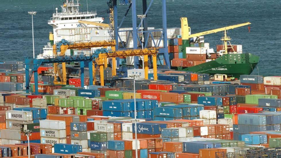 Las vacaciones a los estibadores paraliza las descargas de barcos en Valencia