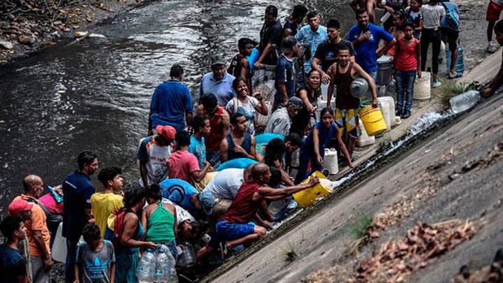Venezolanos han tenido que beber agua contaminada